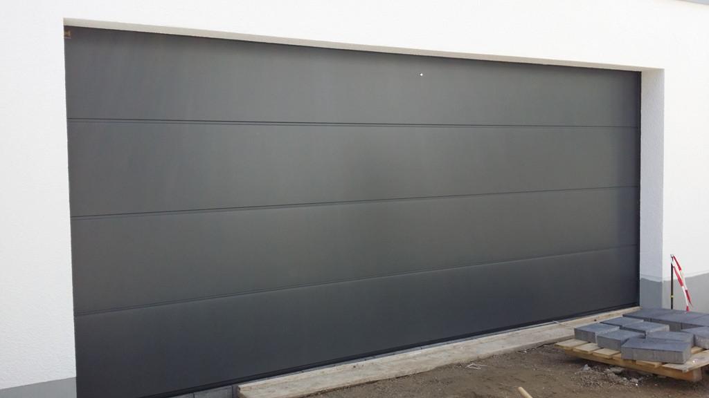 Секционные гаражные ворота HORMANN LPU 40 2750х2250