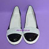 Женские лаковые черные туфли на утолщенной белой подошве, фото 4