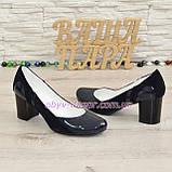 Женские классические синие туфли на каблуке из натуральной лаковой кожи и замши, фото 2