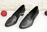 Женские кожаные туфли на невысоком каблуке, декорированы шнуровкой., фото 4