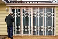 Монтаж Решеток на окна, балкон и двери | Установка оконных решеток | Изготовление и продажа решеток на окна