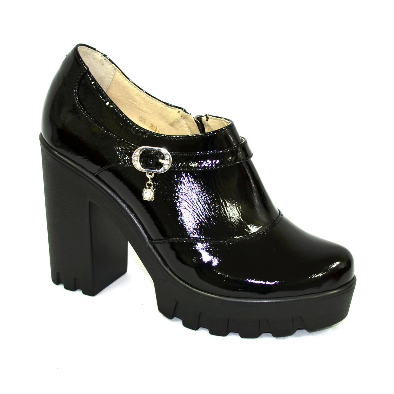 Женские туфли на тракторной подошве, натуральная лаковая кожа.