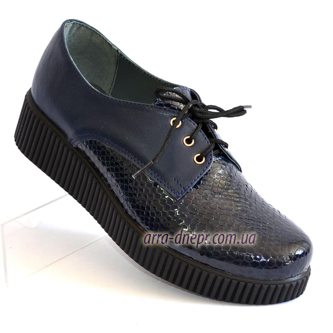Женские туфли на утолщенной подошве, на шнуровке, натуральная синяя кожа и лак питон.