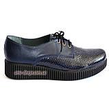 Женские туфли на утолщенной подошве, на шнуровке, натуральная синяя кожа и лак питон., фото 2