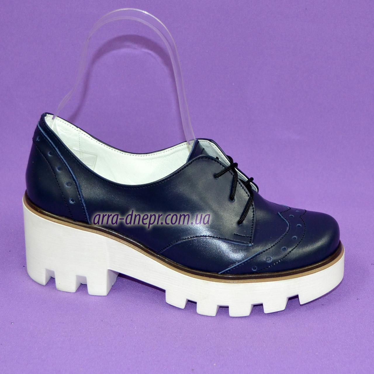 Женские туфли на шнуровке из натуральной кожи синего цвета, белая платформа