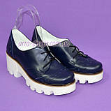 Женские туфли на шнуровке из натуральной кожи синего цвета, белая платформа, фото 4