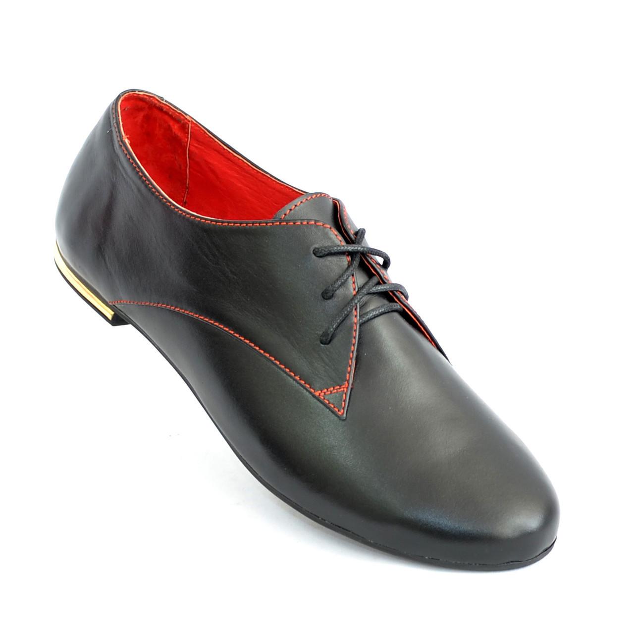 Закрытые женские кожаные черные туфли на шнуровке