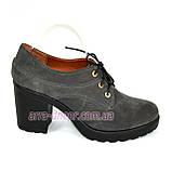 Женские серые замшевые туфли на шнуровке, устойчивый каблук, фото 2