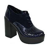 Женски синие туфли на высоком устойчивом каблуке, на шнуровке, натуральная кожа питон и замша, фото 6