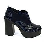 Женски синие туфли на высоком устойчивом каблуке, на шнуровке, натуральная кожа питон и замша, фото 7