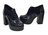 Женски синие туфли на высоком устойчивом каблуке, на шнуровке, натуральная кожа питон и замша, фото 9