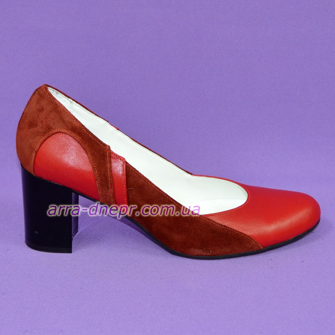 Женские классические туфли на каблуке из натуральной кожи красного цвета, с вставкой из натуральной замши