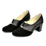 Женские классические черные туфли на каблуке, декорированы фурнитурой. Натуральная замша и кожа, фото 7