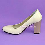 """Женские кожаные классические туфли на каблуке, бежевого цвета. ТМ """"Maestro"""", фото 6"""