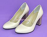 """Женские кожаные классические туфли на каблуке, бежевого цвета. ТМ """"Maestro"""", фото 7"""