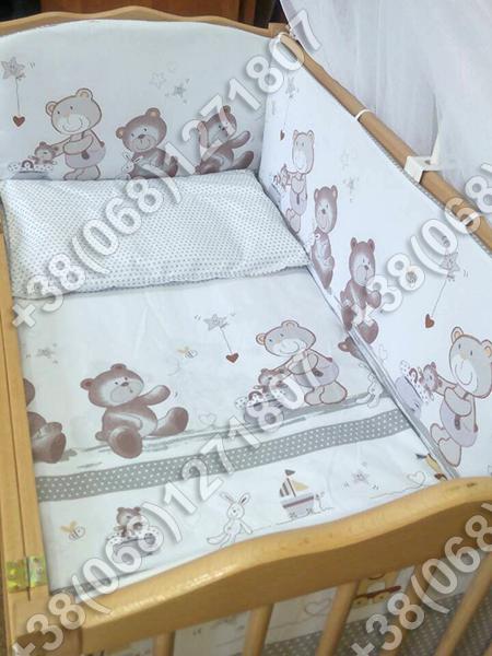 Детское постельное белье и защита (бортик) в детскую кроватку Мишка горошек серый