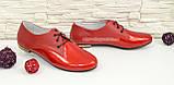 Туфли кожаные женские красные на шнуровке, низкий ход, фото 2