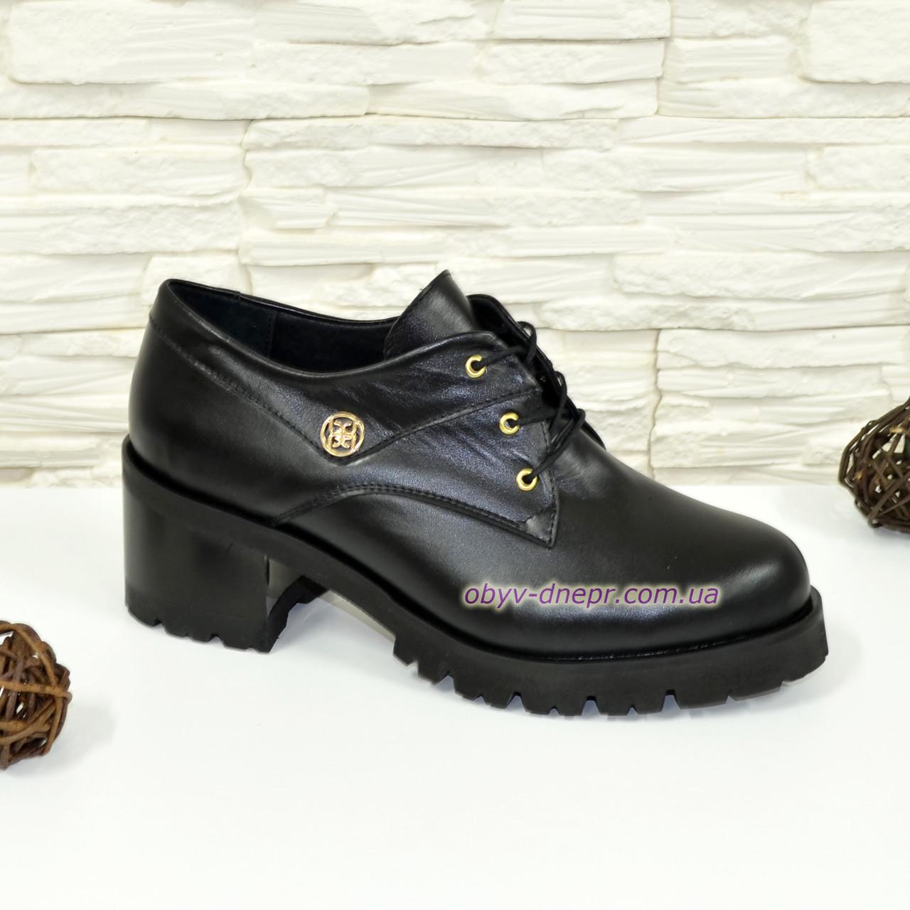 Туфли женские кожаные на шнуровке, декорированы фурнитурой