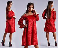 Красное нарядное велюровое платье свободного кроя с открытыми плечами. Арт-4060/26