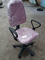Кресло офисное б/у. Ткань офисная. Цвет:фиолетовый