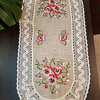 Салфетка 40х90 льняная с вышивкой и кружевом