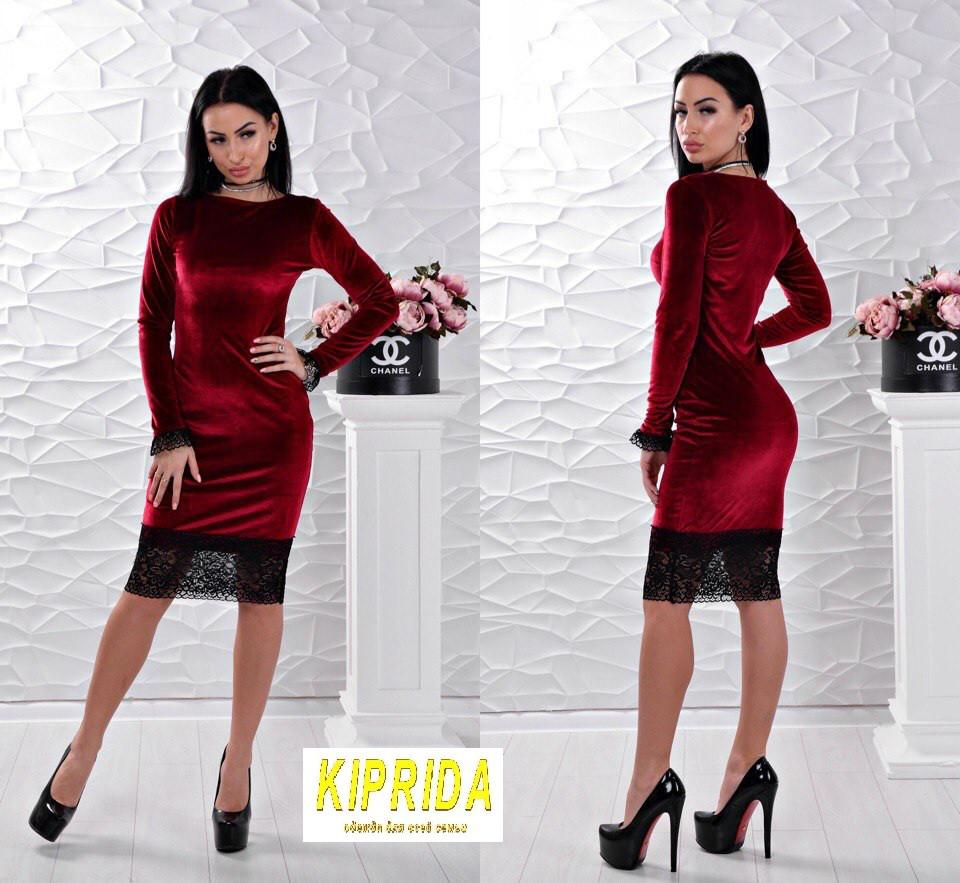 0f3c48f8b4e Короткое приталенное бархатное платье декорированное гипюром ...