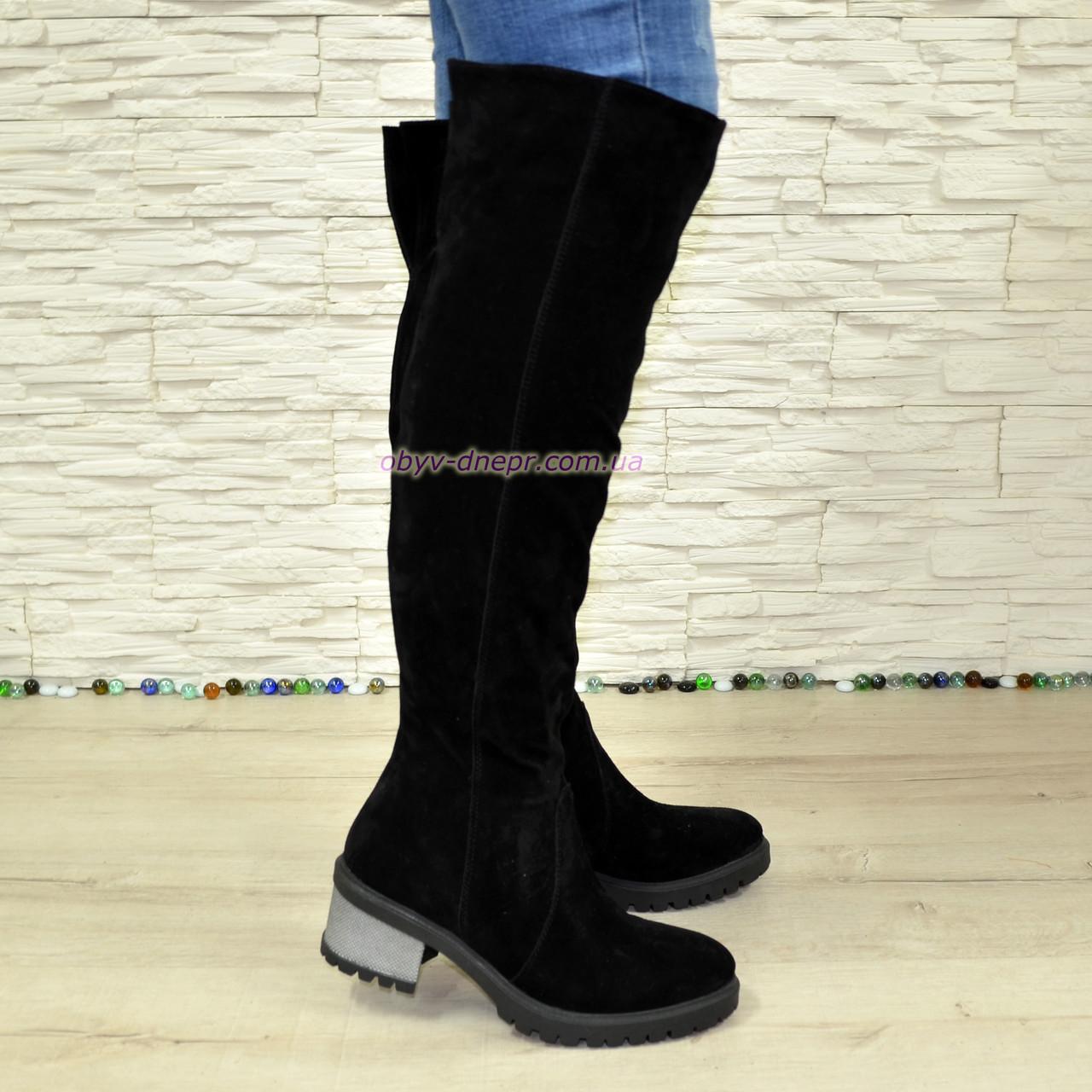 Ботфорты зимние замшевые женские на невысоком каблуке, цвет черный.