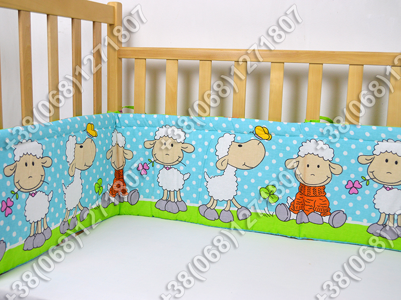 Бортики в детскую кроватку защита бампер Баранчик голубой