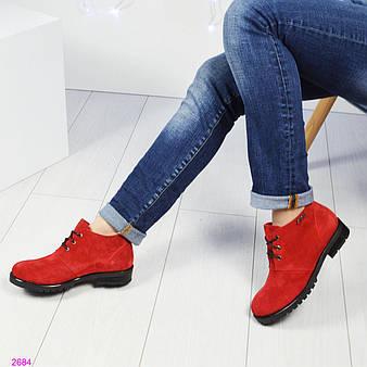 Демисезонные ботинки на шнуровке. Цвет- красный.