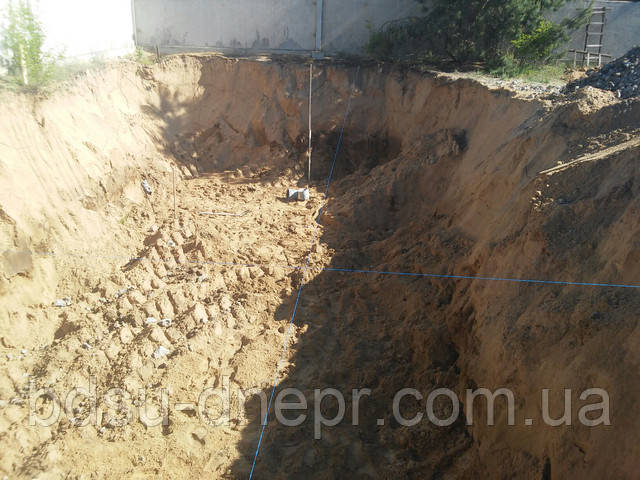Выкопать яму в Днепропетровске недорого