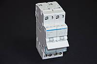 Переключатель I-0-II с общим выходом сверху, 2-пол., 40А / 230 ВSFT240 Хагер