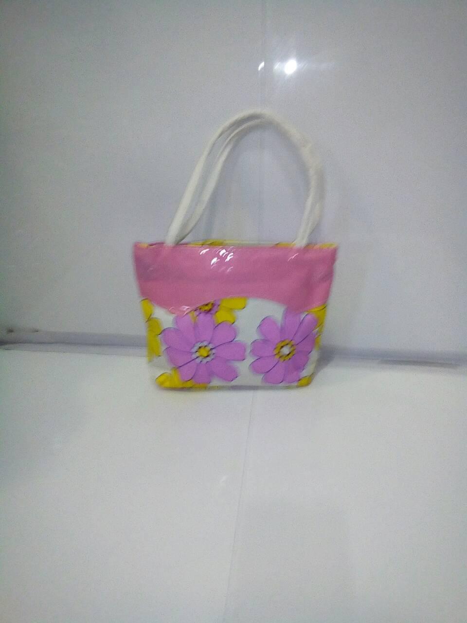 Яркая детская сумочка с прочными ручками «Цветок» 16х20 см
