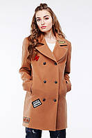 Крутое женское пальто с нашивками