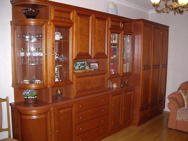 Мебельные стенки в гостиную из натурального дерева классика в Киеве на заказ, цена, фото, недорого