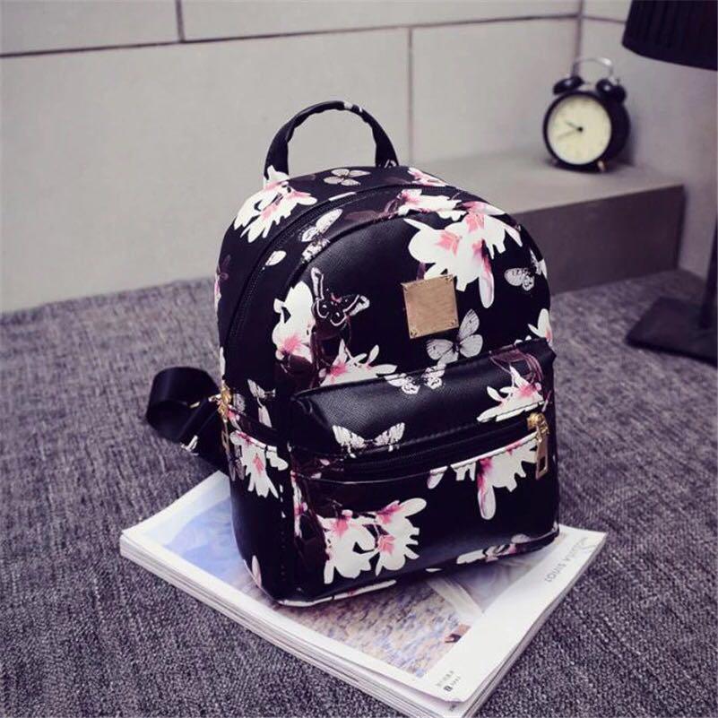 Женский рюкзак чёрный с цветочками и бабочками Flowers