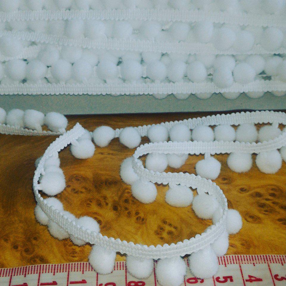 Тесьма с помпонами белая 1 см.