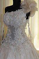 Свадебное платье айвори на одно плечо бант
