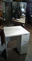 Туалетный столик однотумбовый с ящиками и цоколями встроенными в зеркало