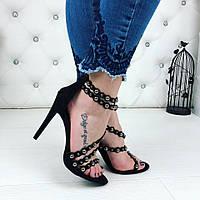 Женские замшевые босоножки чёрные на каблуках