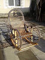 """Кресло-качалка """"Ротанг"""" коричневого цвета с белыми вставками"""