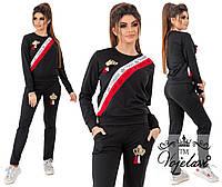 Женский спортивный однотонный костюм декорированный по диагонали лентой со стразами