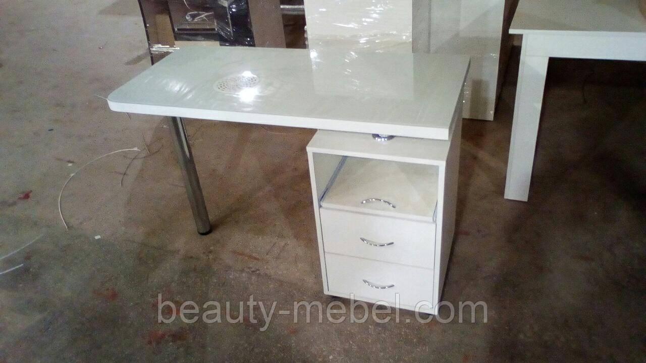 Маникюрный стол с стеклянной столешницей и мощной вытяжкой