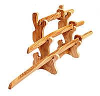 Катана, вакидзаси, танто. Комплект японских мечей самурая на деревянной подставке.