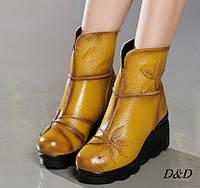Женские зимние ботинки из натуральной кожи на танкетке желтые, фото 1