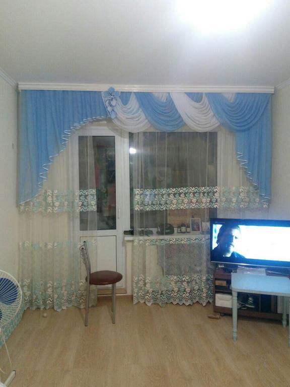 Ламбрекен для зала на окно с балконной дверью (Бровары)