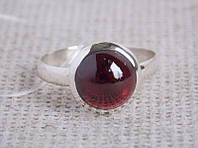 Кольцо серебряное с гранатом 19 размера. Кольца с полудрагоценными камнями