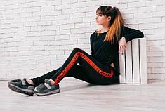 Спортивные брюки с ярким лампасом