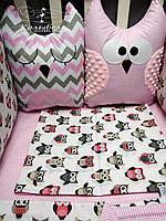 """Комплект в детскую кроватку """"Розовые совушки"""". Бортик на 4 стороны и постельное белье"""