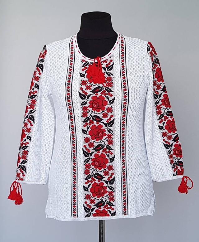 фотография женская вязаная блуза вышиванка