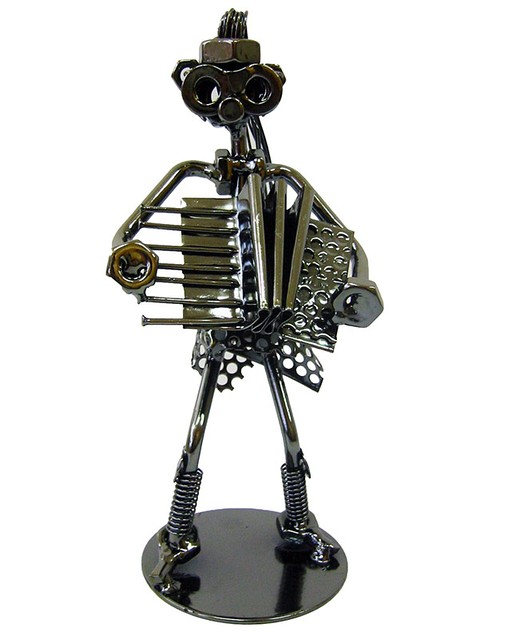 "Техно-арт статуэтка ""Дама с баяном"" металл"